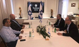 Meeting between Likud, Blue and White commences