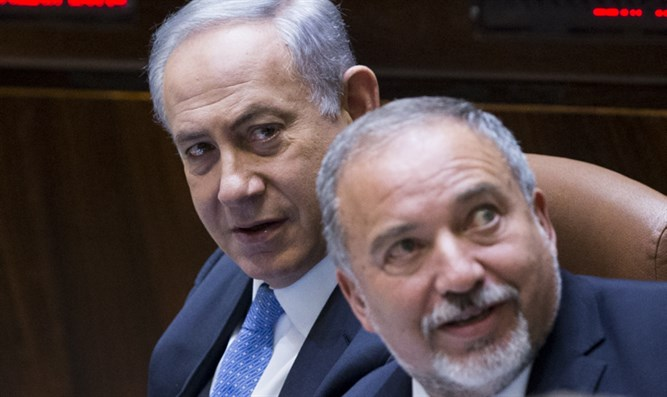 Avigdor Liberman with Binyamin Netanyahu in the Knesset