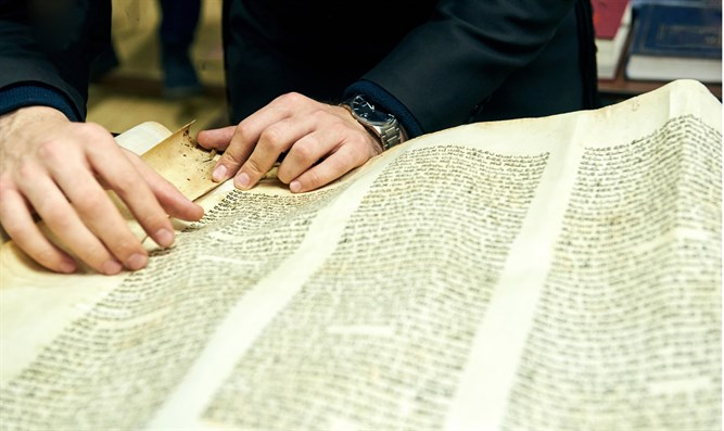 Reading the megillah