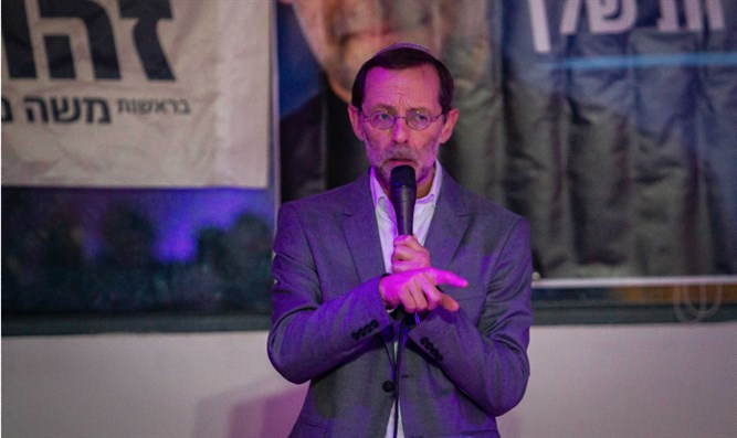 Moshe Feiglin at campaign event night before election
