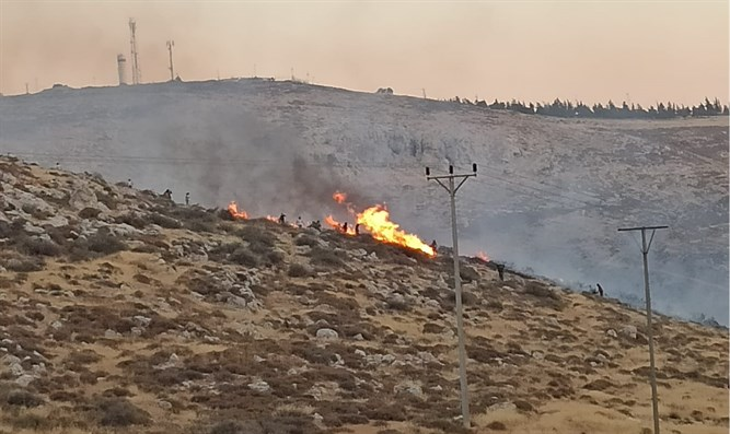Residents try to extinguish edge of blaze: Kochav Hashachar
