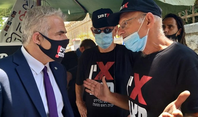 Lapid at protest tent