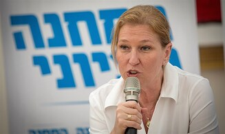 Is Livni seeking to join Blue and White?