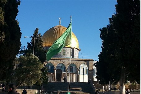 Hamas flag at Al Aqsa (file photo)