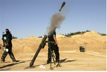 Gaza terrorists fire mortars (file)