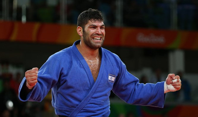 Or Sasson celebrates winning a bronze medal