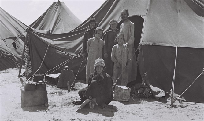 Yemenite immigrants in tents