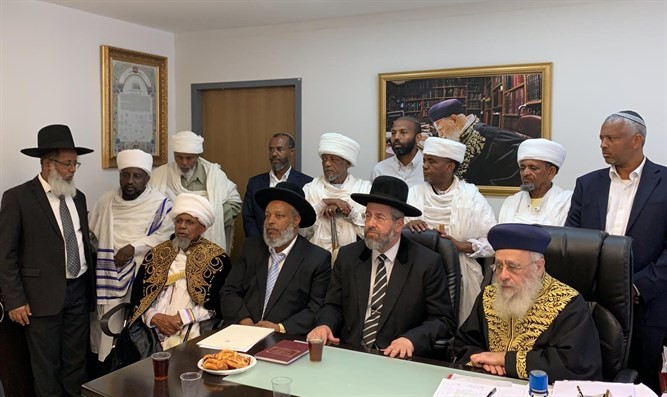 Chief rabbis meet with the Ethiopian community representatives.