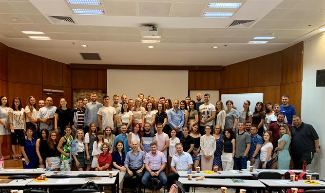 60 physicians make mass Aliyah