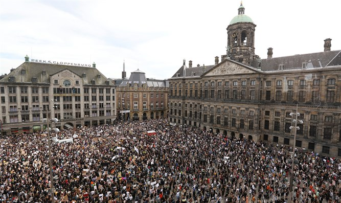 People protest against the death of George Floyd in Amsterdam, Netherlands